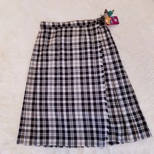 Vintage made in Scotland kilt with pin NWT